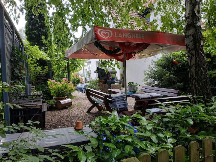 3 Zimmer mit schönem Gartenbereich + Küche+2 Bäder