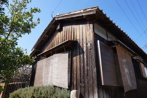 【Teshima 豊島 】Kurechan house (tatami bedroom)