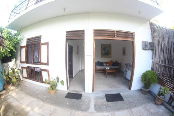Horshoe Bay House Hiriketiya (2nd Floor)