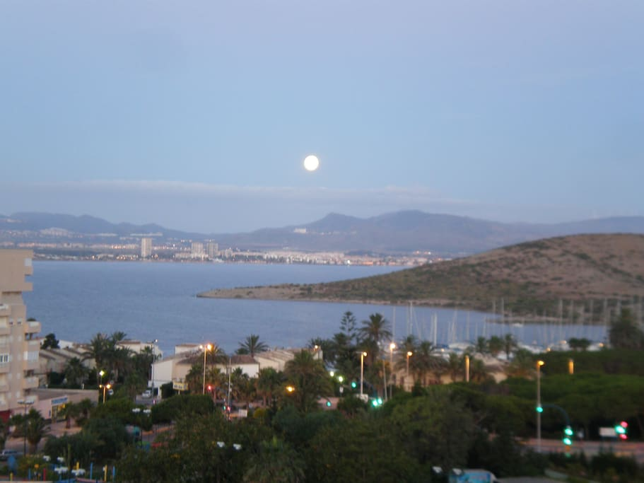 vistas de casa con la luna llena. full moon over the sea from my house :-9