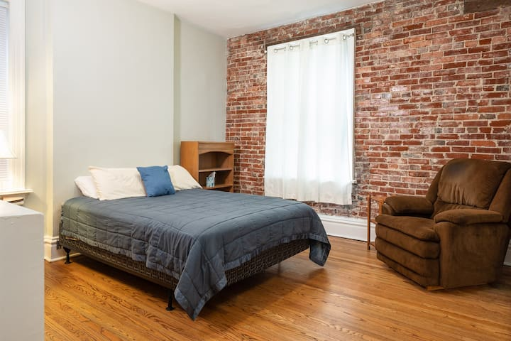 Tower Grove Park Apt -  Great for family & pets!