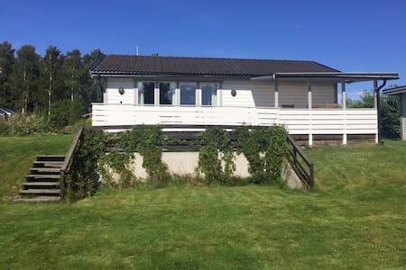 Idyllisk sommarstuga, Varamonviken. - Motala NV - House