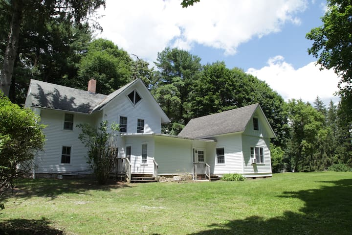 Charming secluded Stockbridge home near Tanglewood
