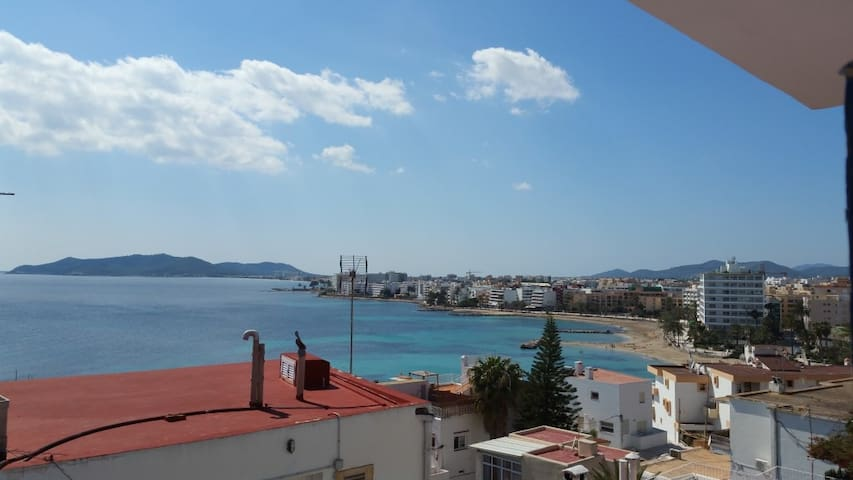 beach and sea view stay in ibiza master room - Eivissa - Apartment