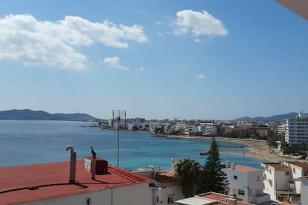 beach and sea view stay in ibiza master room - Eivissa - อพาร์ทเมนท์