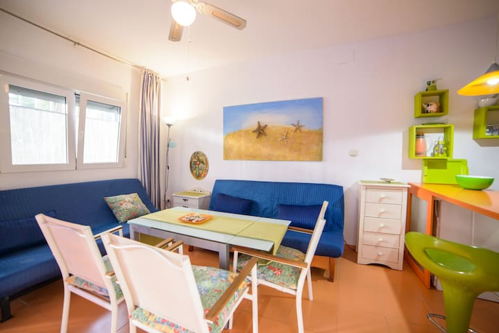Beach front, swimming pool, 2 rooms - Салобрении - Квартира
