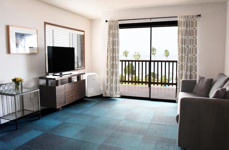 Ocean View 1BR Suite w/balcony @ La Jolla Cove (FULT)
