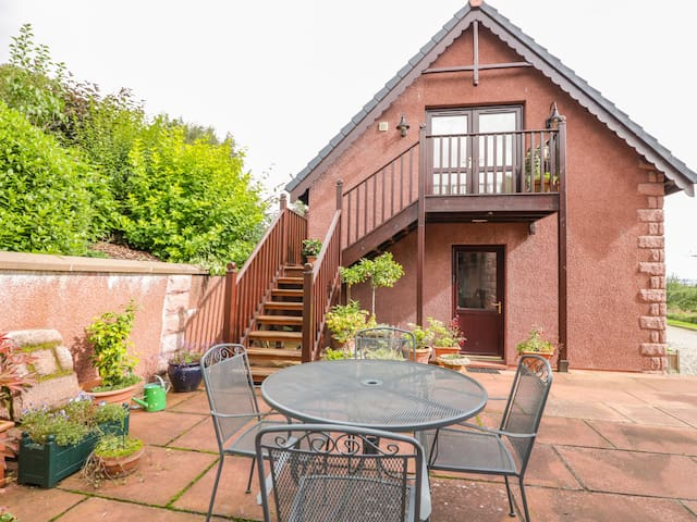 THE ROOFSPACE AT BRAESIDE, romantic in Edzell, Ref 929430