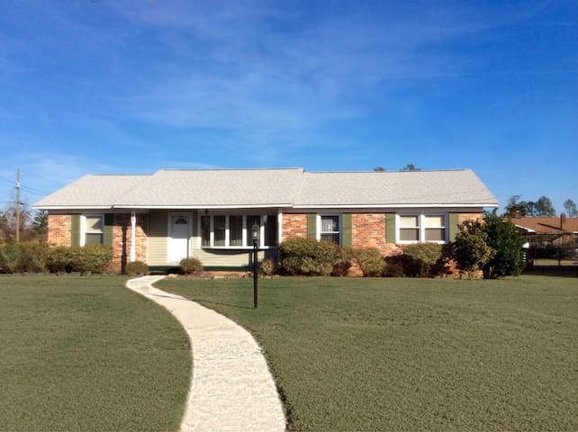 Beautiful home close to Ft. Bragg - Fayetteville - Huis