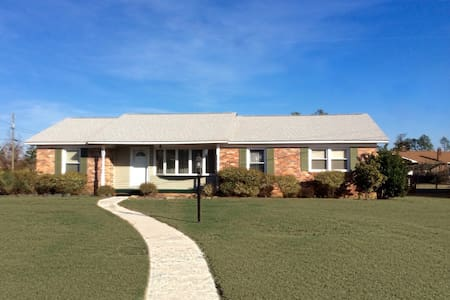Beautiful home close to Ft. Bragg - Fayetteville