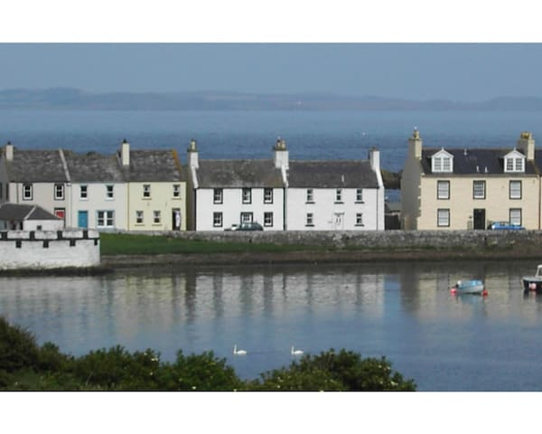 Lovely 3 bedroom Cottage with sea views