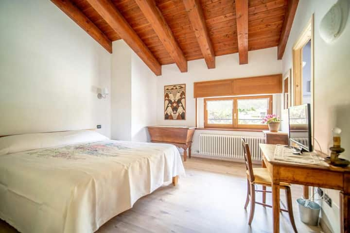 Camera indipendente con bagno in Villa Gaia