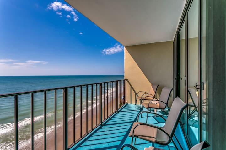 Family Fun on the Beach! Oceanfront 2BR/2BA!  Look at the Pictures, Great Winter Rental! - Garden City - Condominium