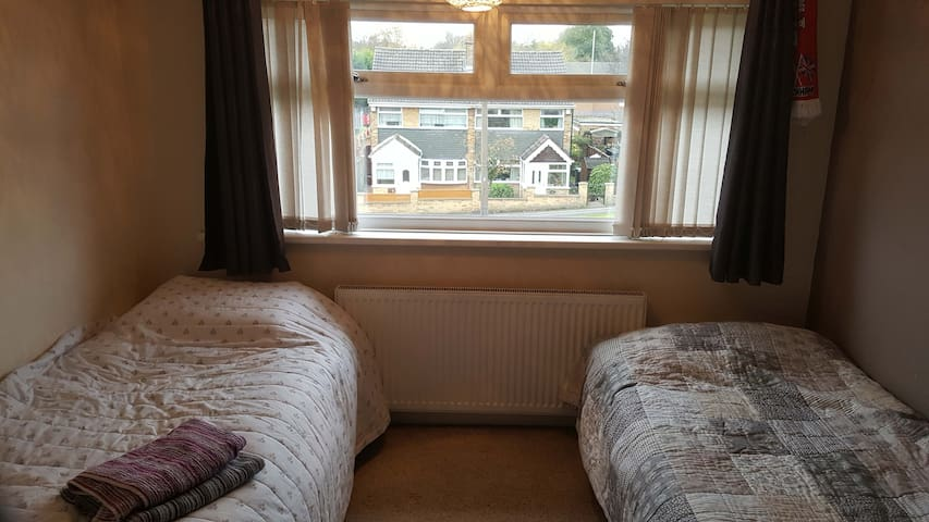 Twin Room with access to Sheffield and the Peaks