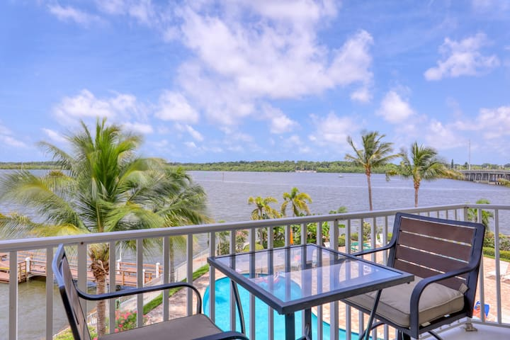 Waterfront condo!  Mins to beach!  Great location!