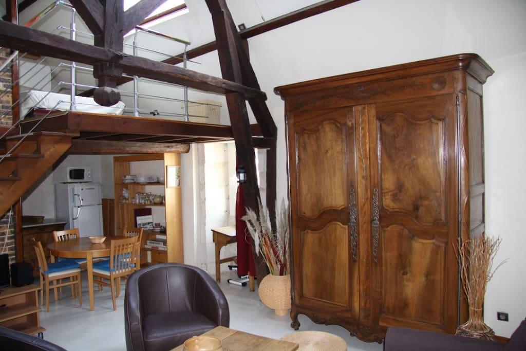 Bel appartement style loft vieux port la rochelle lofts for Appartement type loft