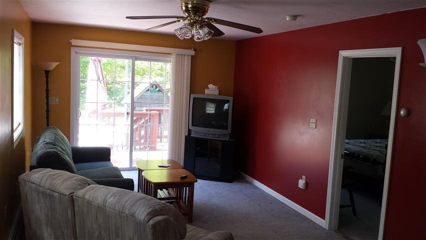 Weirs Beach Motel and Cottages - Deluxe Condo