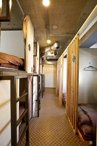 Tokyo Dormitory Samurai Bunk Bed in Hostel 1