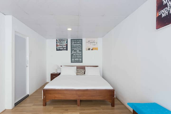 Roadster Studio Pagoda - A/C Private Room-2 Guests