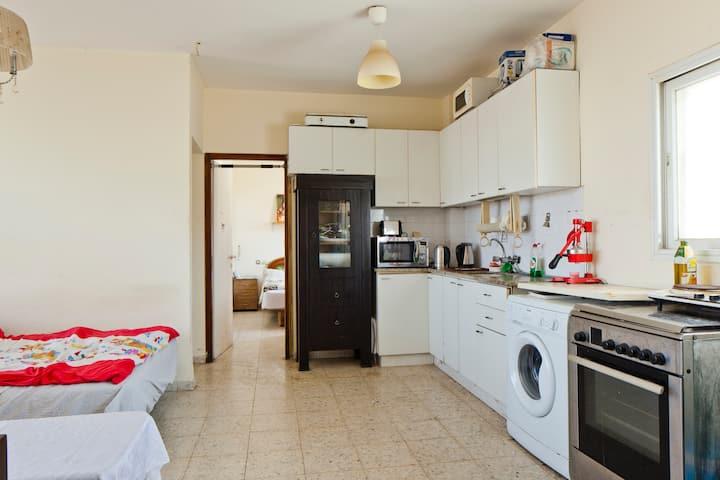 Full Salon+Kitchen
