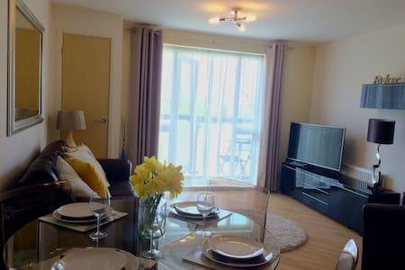 Desirable 2 Bed, 2 Bath Apartment (Borehamwood) - Borehamwood - Wohnung