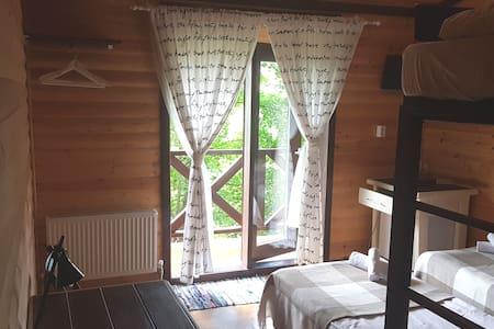 6 Деревянный гостевой дом в центре города, в лесу!