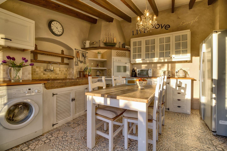 Bright kitchen diner