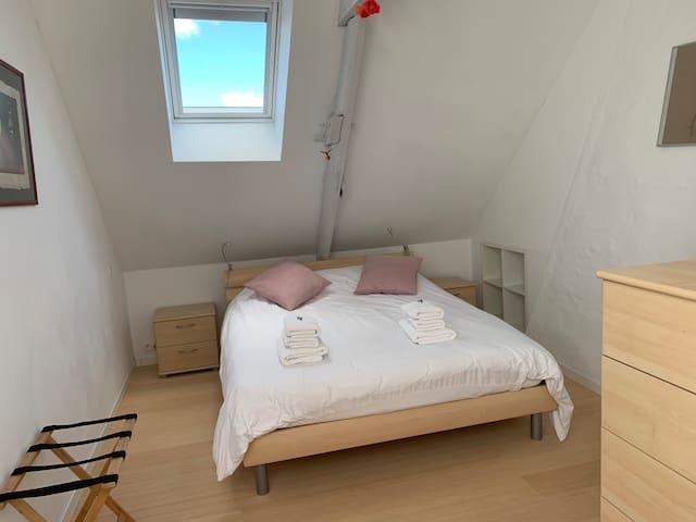 Slaapkamer 1: 2-persoonsbed (160 x 200)