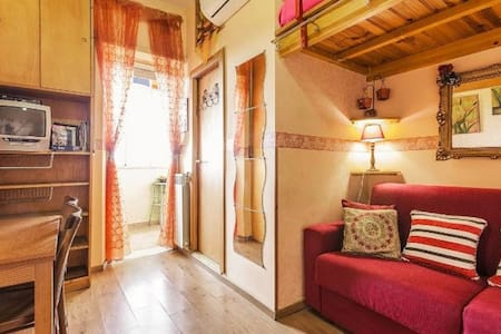 CASA BELLA 10min downtown WIFI INCLUDED LASTMINUTE - Roma - Daire