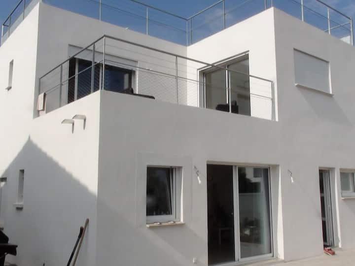Hyères l'Ayguade villa  récente bord de mer