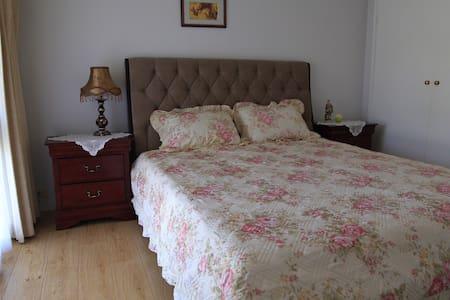 舒适安静的独栋别墅,超大主人间,全新家具,安静不受打扰 - Haus
