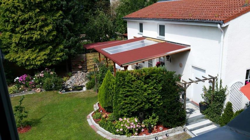 Ferienhaus über 2 Etg. mit Terrasse