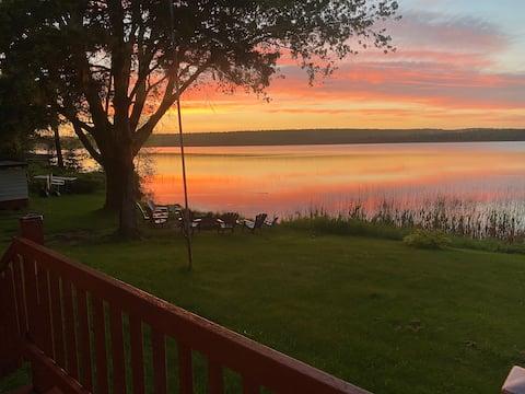 Cabin on Bishop Lake - Hot Tub and Great Views!