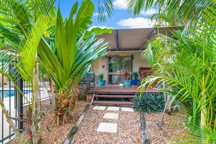 Tropical Bungalow Oasis - Stuart Park - Bungalow
