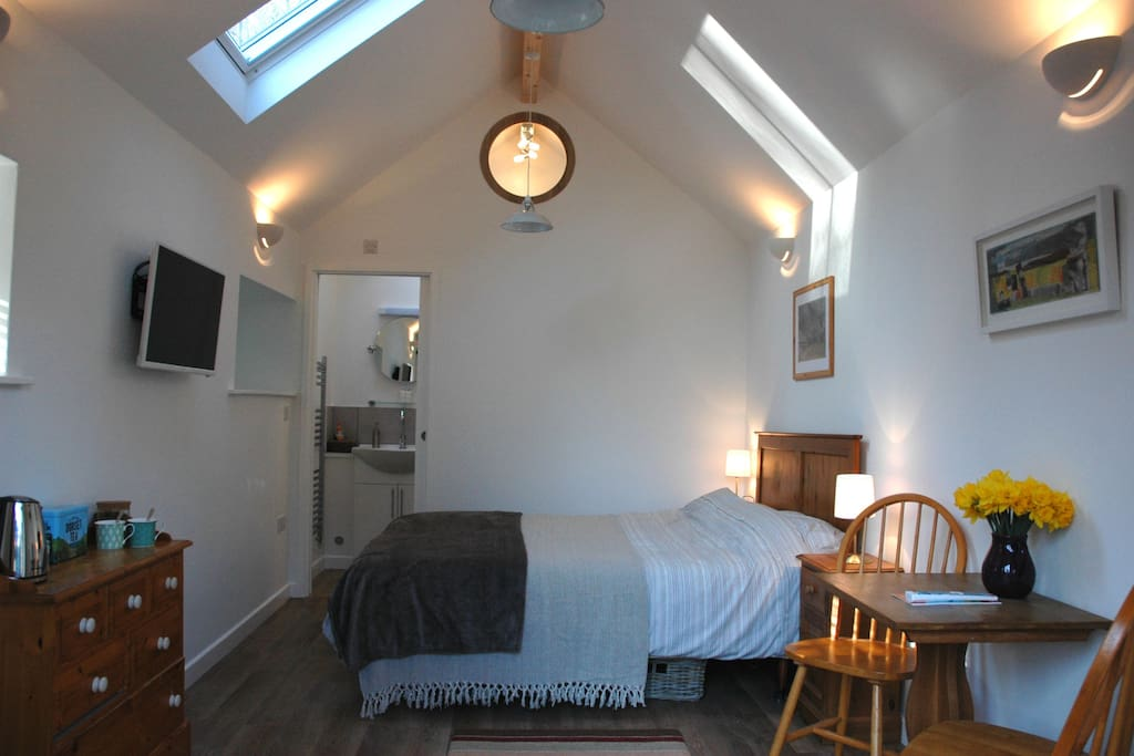 The room with it's vaulted ceiling