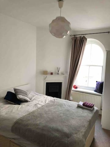 AMAZING DOUBLE ROOM IN BAKER STREET
