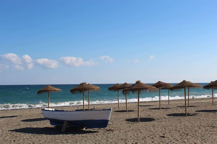 Beach flat La Duquesa