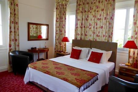 Auvezere at Chateau de Villars - Villars - Bed & Breakfast