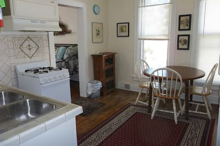 Heart of Hillsdale 1 Bdrm, Work,Cook, Relax Wifi