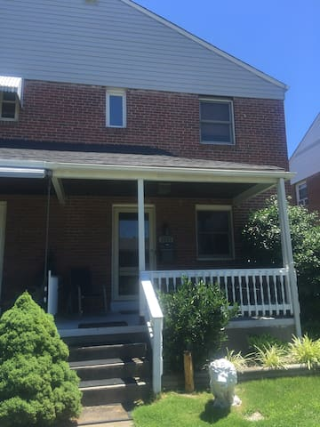 Cozy detached brick home - Dundalk - Maison de ville