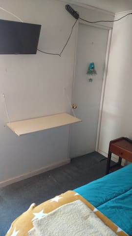 TV con cable en la habitación