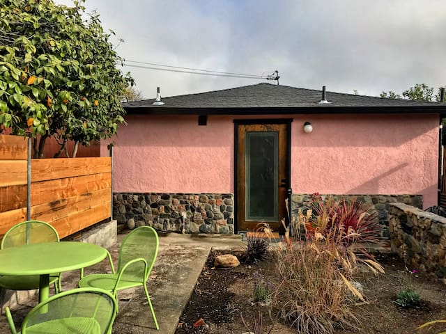 Pink Garden Casita with Private Yard