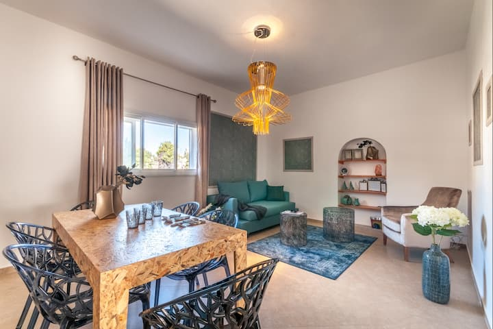 Beautiful and Authentic 3 BDR In Mamilla ! 6 ppl !