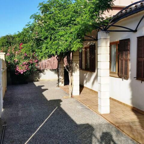 Casa Mia - Authentic & Quiet Majorcan Home - Urbanització Montferrutx - Hus