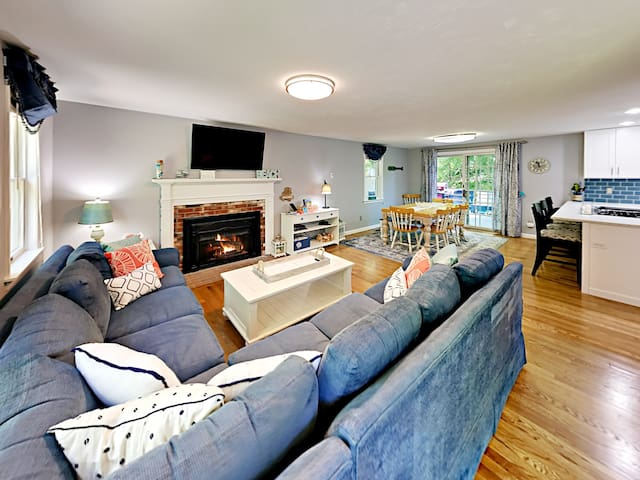 Remodeled 3BR, Walk to Cotuit Village