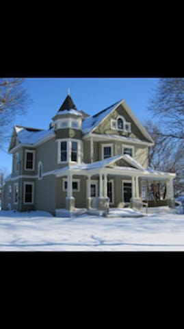 Spacious Victorian....4 Bedroom Inn - Dexter - Casa