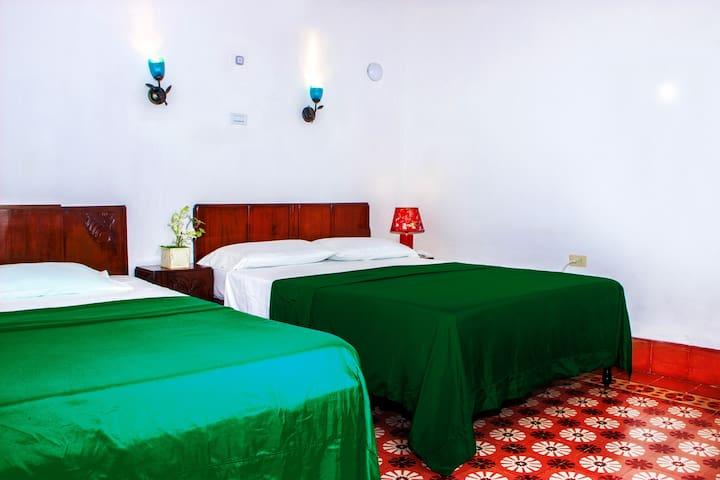 Private rooms, illuminated and with natural ventilation. / Habitaciones privadas, iluminadas y con ventilación natural.
