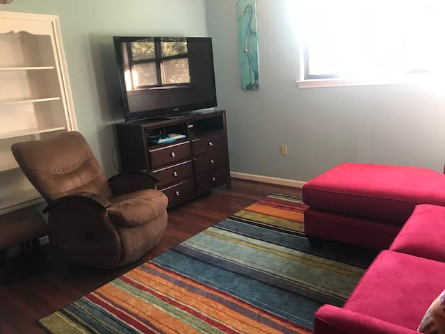 Great space for multiple people! South Baton Rouge