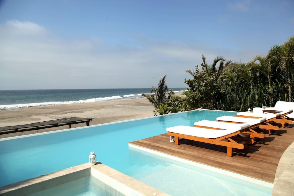 La casa tiene acceso directo a la playa