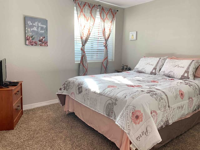 Beautiful Room near the airport and Denver